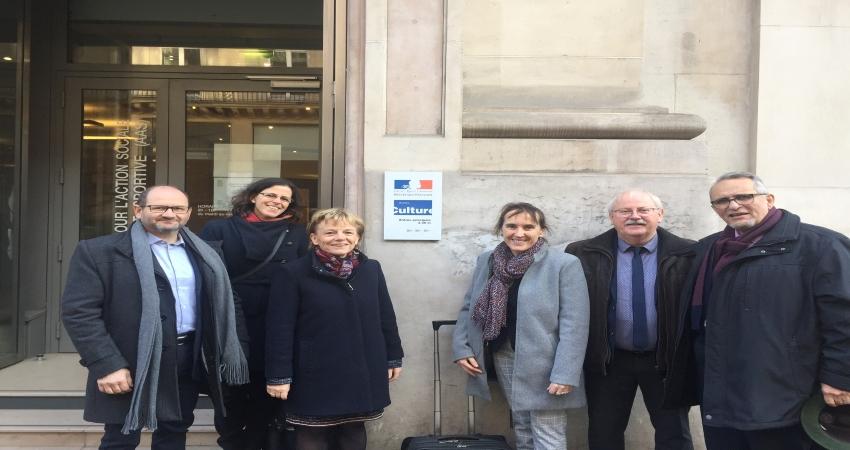 Elus représentant le projet devant le Ministère de la Culture et de la Communication en décembre 2019.